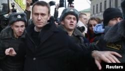 Алексей Навальный Москвадагы жүрүштө. 27-октябрь, 2012-жыл.