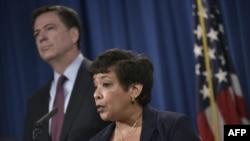 """Baş prokuror Loretta Lynch və FTB-nin direktoru James Comey """"İran hakerlərinə"""" həsr edilmiş mətbuat konfransında"""