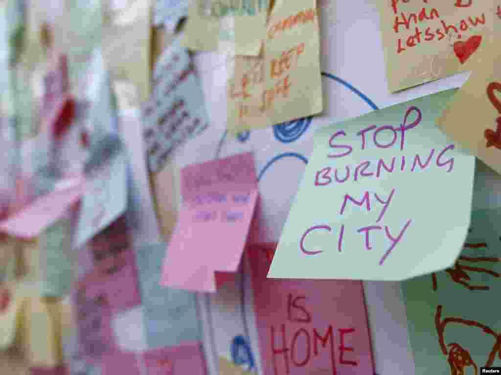 Poruke stanovnika Peckhama, sjever Londona, 10.08.2011. Foto: Reuters / Chris Helgren