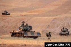 Турецкие войска наступают на удерживаемый курдами город Манбидж. 14 октября 2019 года