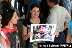 Сторонница Орича протестует против его задержания в Швейцарии