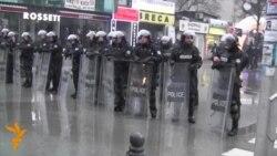 У Косові поліція затримала десятки опозиціонерів (відео)