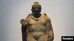 سعید جابری انصاری میگوید «دشمن» با ترویج مصادیقی چون مجسمههای بودا، سعی دارد سبک زندگی و باورهای دینی مردم را تغییر دهد.