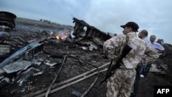Бойовик поряд зі збитим «Боїнгом-777»