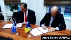 Rektor Univerziteta u Sarajevu Rifat Škrijelj i rektor Univerziteta u Prizrenu Ram Vataj potpisali su sporazum o saradnji univerziteta