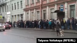 Очередь у входа в предвыборный штаб Навального