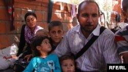 Армянам снова пришлось пройти через ужасы войны, лишений и вынужденной эмиграции. Почти половина всех сирийских армян бежали кто куда. Только за последние три месяца в Армению прибыли около трех тысяч сирийских беженцев