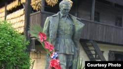 Памятник Иосипу Броз Тито в местечке Кумровец в Хорватии