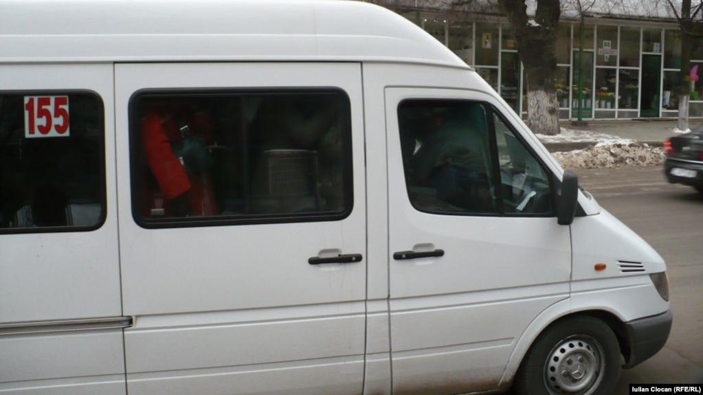Un maxi-taxi la Chişinău