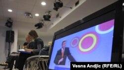 U Beogradu prate konferenciju za novinare Štefana Filea na kojoj je predstavio izveštaj o napretku ka EU, 12. oktobar 2011.