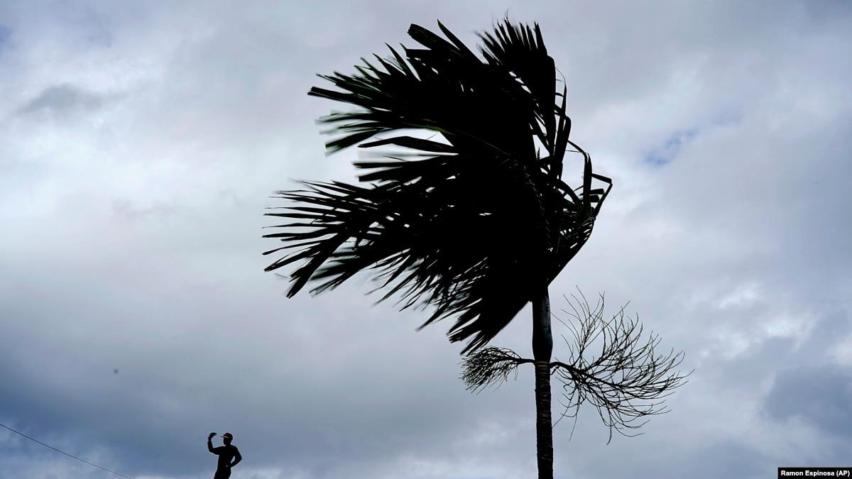 Stuhia Humberto pritet të godasë ishujt Bahamas