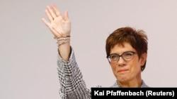 Аннегрет Крамп Карренбауер