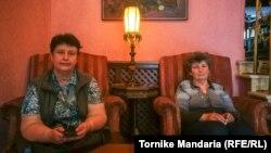 Завтра, как ожидается, должен быть решен вопрос о передаче десятерых детей Сусляков их бабушкам – Ирине Трофимченко (слева) и Эмме Сусляк