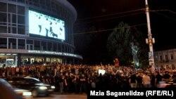 Түрмедегі азаптауларға наразылық танытқандар. Тбилиси, 24 қыркүйек 2012 жыл.