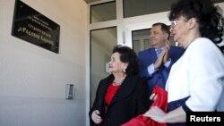 Predsjednik Republike Srpske Milorad Dodik i supruga i kćerka ratnog zločinca Radovana Karadžića na Palama otvaraju studentski dom nazvan po njemu, 20. mart 2016.
