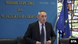 Министърът на младежта и спорта Андрей Кузманов по време на пресконференцията си във вторник.