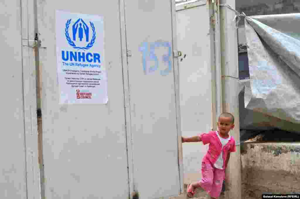 Июнь. Годовщина трагических событий июня 2010 года.В результате межэтнического столкновения погибли сотни людей, тысячи потеряли кров и стали вынужденными переселенцами.