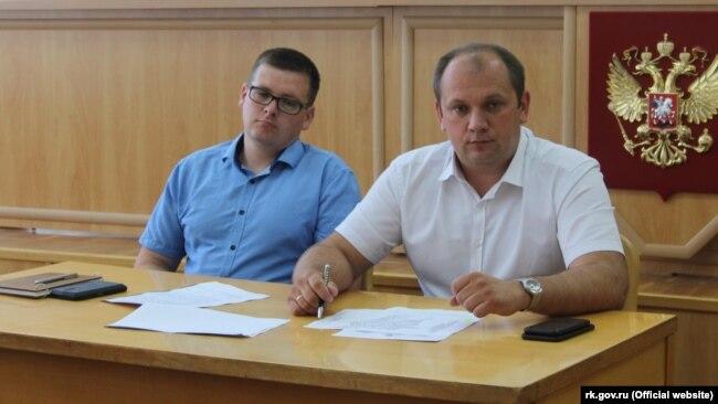 Сергей Донец (справа), глава администрации Симферопольского района