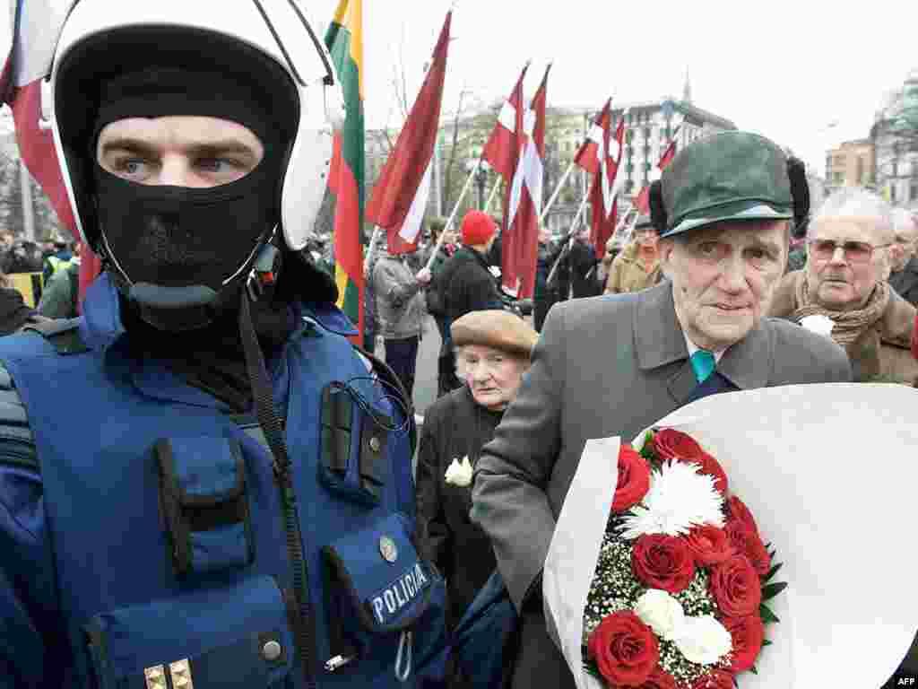 Шествие бывших участников латышского легиона «Ваффен СС» в Риге