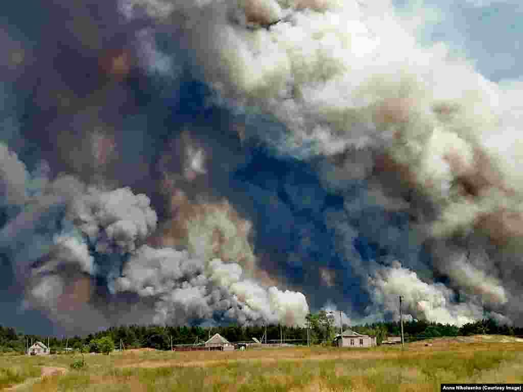 Вогонь наближається до дачного кооперативу «Вовче», 7 липня