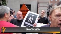 Гей активистлар Нью-Йоркта урыс аракысын түкте