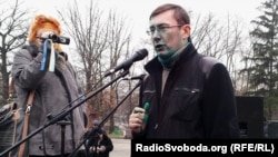 Yuriy Lutsenko speaks in Kharkiv after being doused on December 28.