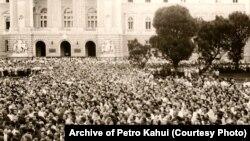 Масовий мітинг у Львові, на якому прозвучав заклик поставити в кожному населеному пункті пам'ятники тим, хто загинув у боротьбі за незалежність України. 7 липня 1988 року