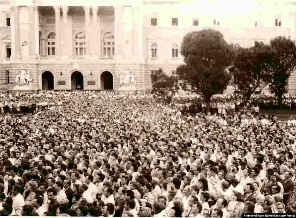 7 липня 1988 року. Масовий мітинг у Львові, на якому прозвучав заклик поставити в кожному населеному пункті пам'ятники тим, хто загинув у боротьбі за незалежність України (ішлося про бандерівців і тих, кого називали бандерівцями за радянського часу)