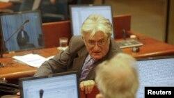Radovan Karadžić u sudnici, fotografija iz arhive