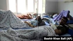 آرشیف، شماری از زخمیها در شفاخانه ولایت کندز تحت معالجه قرار دارند. April 13, 2019