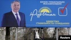 "Häkimiýet başyndaky ""Nur Otan"" partiýasynyň saýlaw şygary, Almaty, 2016"