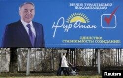 """""""Нұр Отан"""" партиясының билборды. Алматы, 11 наурыз 2016 жыл."""