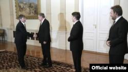 Американскиот државен потсекретар Џејмс Стеинберг со членовите на Претседателството на БиХ