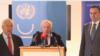 Архивска фотографија: Медијаторот на ОН за спорот со името меѓу Грција и Македонија, Метју Нимиц, со преговарачите Васко Намовски и Адемантиос Василакис