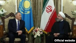Kazakh President Nursultan Nazarbaev (left) with his Iranian counterpart Hassan Rohani in Tehran on April 11.