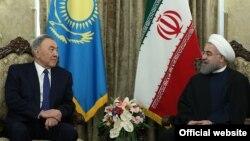 Қазақстан президенті Нұрсұлтан Назарбаев (сол жақта) пен Иран президенті Хасан Роухани. Тегеран, 11 сәуір 2016 жыл.