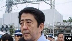 Абэ правил недолго, но скандально. Премьер инспектирует АЭС в Кашивадзаки, пострадавшую при землетрясении