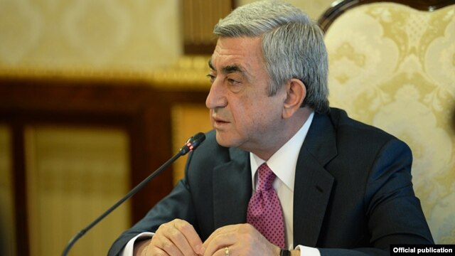 Armenia - President Serzh Sarkisian chairs a meeting of a commission on constitutional reform, Yerevan, 10Apr2014.