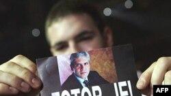 U predizbornoj kampanji za prošle predsedničke izbore u Srbiji viđali su se i ovakvi transparenti.