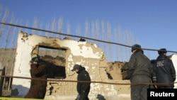 Кыргызские службы безопасности во время одной из операций в селе под Бишкеком.