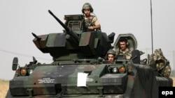عساکر ترکی در جریان عملیات علیه داعش در سوریه