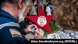 Парад в Севастополе: Путин на футболках, а Сталин на звезде (фоторепортаж)