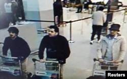 عاملان احتمالی حمله در سمت چپ، و مظنون چهارم در سمت راست در فرودگاه بلژیک پیش از انفجارها