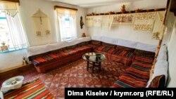 Сердце крымскотатарских традиций. Фотоэкскурсия по дому-музею Рустема Дервиша (фотогалерея)