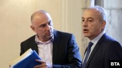 Председателят на бюджетната комисията Любомир Каримански и служебният министър на труда и социалната политика Гълъб Донев по време на заседанието на комисията на 3 септември