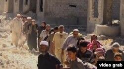 Гражданские лица эвакуируются из сирийской Ракки, 14 августа 2017 года