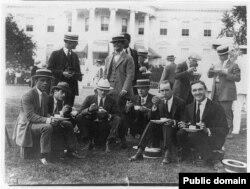 Фоторепортеры на лужайке Белого Дома. 1909. Из собрания Библиотеки Конгресса США