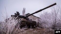 Украінскі танк каля вёскі Пяскі ў Данецкай вобласьці