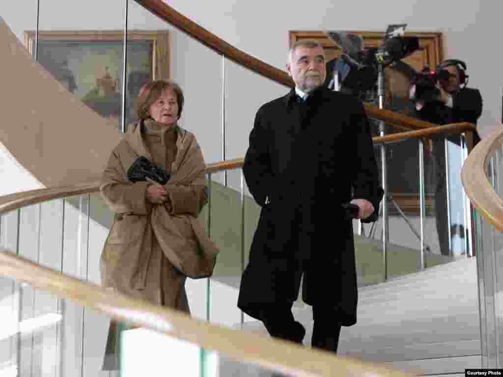 Bivši predsjednik Hrvatske Stipe Mesić sa suprugom Milkom - Foto: HINA (pool)