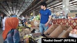 "На рынке ""Ходжи Шариф"" в Бохтаре. Архивное фото"